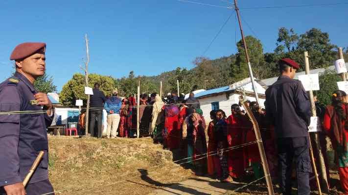 डोटीका मतदान स्थल नजिक दुई ठाउँमा बम फेला