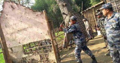 नेपाली भूमि मिचेर बनाइएका भारतीयका घरटहरा नेपाल प्रहरीले भत्कायो