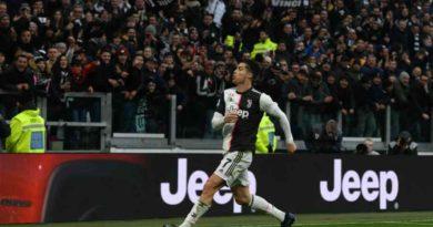 रोनाल्डो बने लगातार आठ खेलमा गोल गर्ने खेलाडीकोपा इटालिया फुटबल : युभेन्ट्स बिरुद्ध रोमा (सम्पूर्ण जानकारी)२०२० को पहिलो खेलमा रोनाल्डोको ह्याट्रिक: युभेन्टसको फराकिलो जित