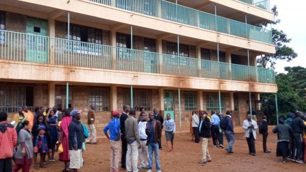 पश्चिमी केन्यामा एउटा विद्यालयमा भागदौड मचिदा कम्तीमा १४ बालबालिकाको मृत्यु भएको छ ।