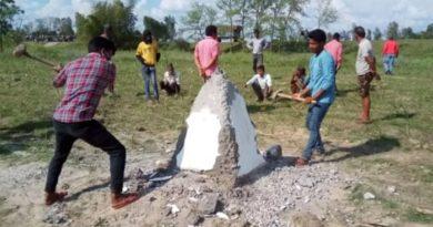 नेपाली भूमिमा गाडिएको सीमास्तम्भ तोडफोड