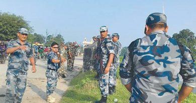 हुलुहुज्जत गर्दै नेपाल छिर्न खोज्ने भारतीयलाई सशस्त्रले हवाई फायर गरी फर्कायो