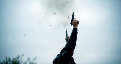 भारतीय नागरिकले प्रहरीको हतियार खोसे, सशस्त्रले गोलि हान्यो