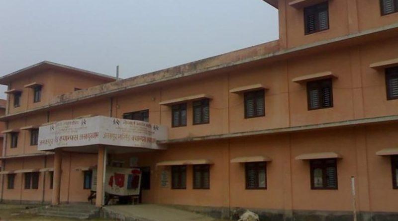 जनकपुरमा अस्पतालको ढोका फोरेर भागे सर्लाहीका संक्रमित
