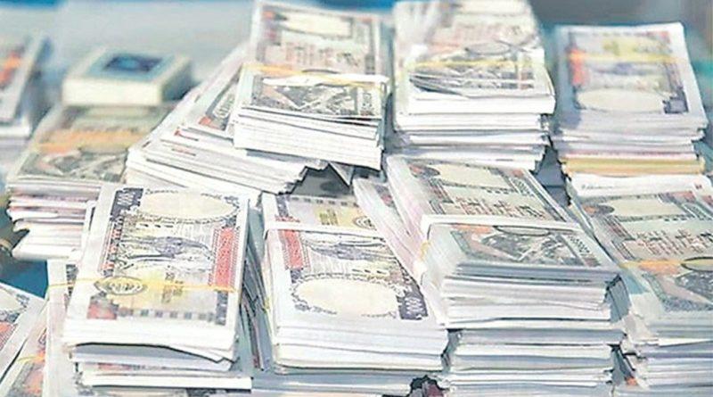 २४ वैशाख २०७७ काठमाडौं : सर्लाहीको मलंगवा नगरपालिका–२ मा अवैध १७ लाख ९० हजार नेपाली रुपैयाँ र ४ हजार भारतीय रुपैयाँसहित दुई जना पक्राउ परेका छन् ।