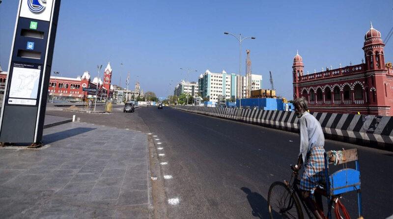 ५ असार २०७७ काठमाडौँ : कोरोना संक्रमण बढीरहेकै बेला लकडाउन केहि खुकुलो गरिएको दक्षिणी भारतको चेन्नई (मद्रास) शहरसहित नजिकका तीन जिल्लामा पुनः लकडाउन गरिएको छ ।
